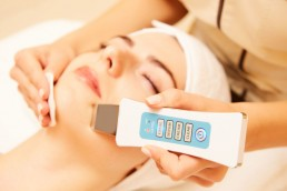 Ultrasound exfoliation by Skin Therapy with Betty